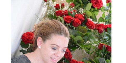 Petal, Flower, Red, Flowering plant, Bouquet, Floristry, Carmine, Rose family, Rose order, Cut flowers,