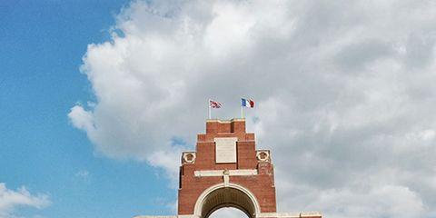 Sky, Cloud, Architecture, Arch, Landmark, Cumulus, Monument, Historic site, Memorial, Symmetry,