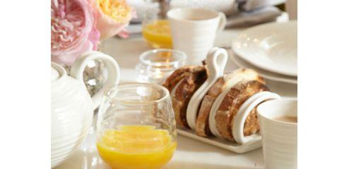 Serveware, Food, Dishware, Ingredient, Juice, Tableware, Meal, Drink, Breakfast, Cuisine,