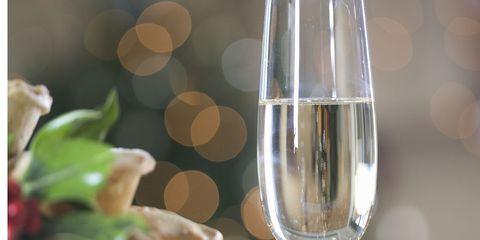 Glass, Drinkware, Stemware, Dishware, Wine glass, Barware, Serveware, Champagne stemware, Tableware, Transparent material,