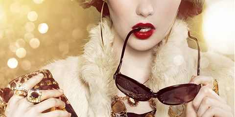 Eyewear, Vision care, Lip, Collar, Hand, Outerwear, Fashion accessory, Sunglasses, Fashion, Beauty,