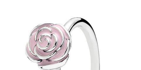 Jewellery, Engagement ring, Ring, Fashion accessory, Pre-engagement ring, Body jewelry, Diamond, Wedding ceremony supply, Circle, Gemstone,