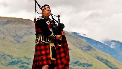 Bagpipes, Kilt, Galician gaita, Uilleann pipes, Musical instrument, Biniou, Wind instrument, Highland, Woodwind instrument, Folk instrument,