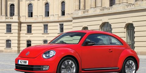 Tire, Wheel, Motor vehicle, Automotive design, Vehicle, Automotive tire, Window, Alloy wheel, Rim, Automotive wheel system,