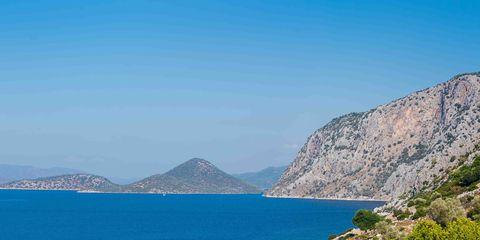Body of water, Coastal and oceanic landforms, Coast, Mountainous landforms, Natural landscape, Water, Landscape, Highland, Promontory, Mountain range,