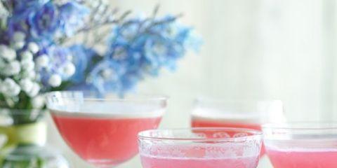 Glass, Serveware, Liquid, Drinkware, Drink, Dishware, Stemware, Tableware, Alcoholic beverage, Ingredient,