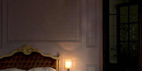 Lighting, Wood, Bed, Room, Textile, Comfort, Bedding, Interior design, Wall, Linens,