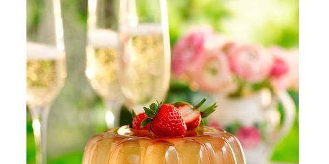 Sweetness, Serveware, Food, Fruit, Ingredient, Produce, Dishware, Strawberry, Dessert, Strawberries,