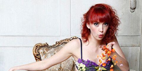 Human, Sitting, Red hair, Beauty, Thigh, Bangs, Trunk, Abdomen, Model, Long hair,