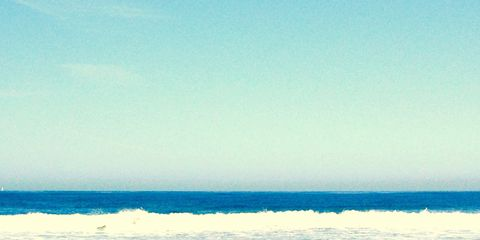 Leg, Human leg, Elbow, Leisure, Summer, Sand, Beach, People in nature, Knee, Ocean,