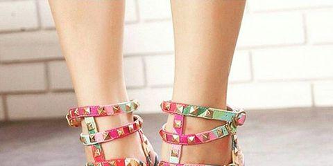 Toe, Human leg, Shoe, Joint, Pink, Sandal, Style, Nail, Foot, Fashion accessory,