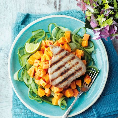 Dishware, Food, Tableware, Cuisine, Plate, Serveware, Vegetable, Take-out food, Meal, Produce,