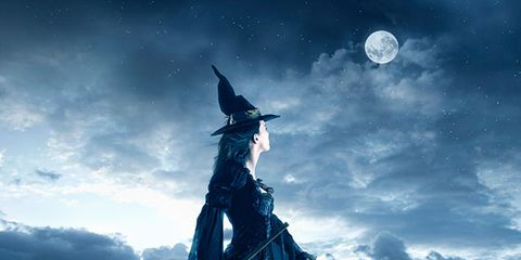Astronomical object, Art, Moonlight, Celestial event, Costume accessory, Fictional character, Costume, Full moon, Animation, Cg artwork,