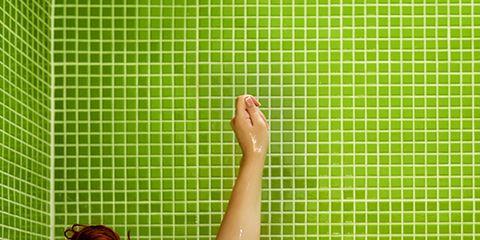 Hairstyle, Leisure, Fluid, Plumbing fixture, Elbow, Summer, Bathtub, Plumbing, Bathing, Brown hair,