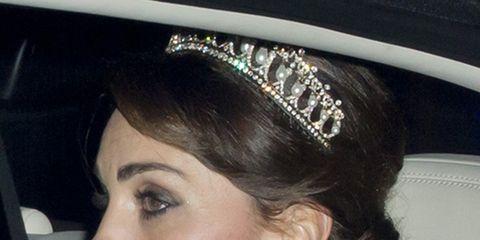 Ear, Hairstyle, Chin, Forehead, Eyebrow, Bridal accessory, Hair accessory, Fashion accessory, Headpiece, Eyelash,