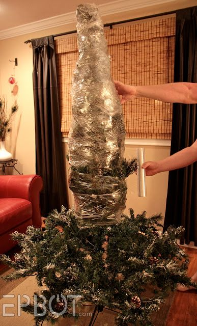 If you store your artificial tree in the garage, this trick will keep it clean and protected all Winter, Spring, and Summer long.