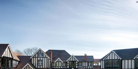 Grass, Residential area, Property, Neighbourhood, Real estate, Land lot, Facade, Home, House, Building,