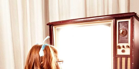 Elbow, Interior design, Comfort, Baby & toddler clothing, Back, Toddler, Interior design, Curtain, Foot, Mirror,