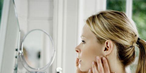 Ear, Hairstyle, Skin, Eyelash, Plumbing fixture, Beauty, Plumbing, Bathroom accessory, Wrist, Long hair,