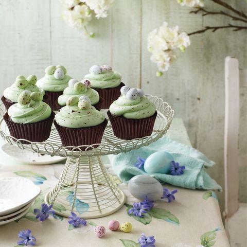 Speckled egg Easter cupcakes