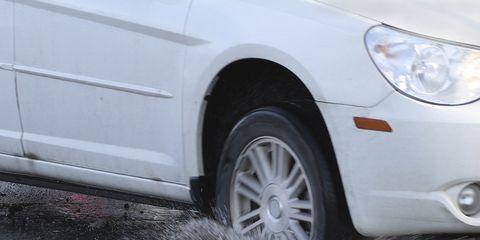 Tire, Automotive tire, Daytime, Rim, Alloy wheel, Automotive lighting, Automotive exterior, Headlamp, Automotive wheel system, Automotive parking light,