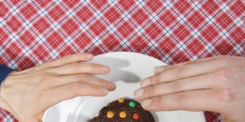 Finger, Pattern, Plaid, Food, Textile, Hand, Cuisine, Dessert, Sweetness, Nail,