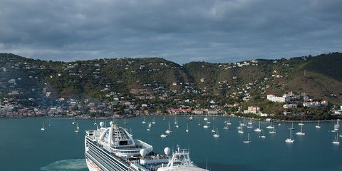 Body of water, Watercraft, Water, Boat, Cruise ship, Waterway, Passenger ship, Coastal and oceanic landforms, Ocean liner, Naval architecture,