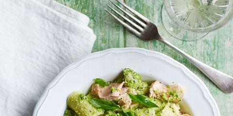 Green, Dishware, Food, Cuisine, Ingredient, Salad, Vegetable, Tableware, Leaf vegetable, Kitchen utensil,
