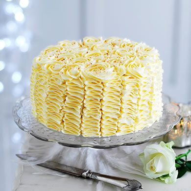Buttercream, Food, Icing, Yellow, White cake mix, Sugar cake, Cuisine, Cake, Dish, Cake decorating,