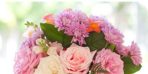 Petal, Bouquet, Flower, Pink, Cut flowers, Floristry, Flower Arranging, Flowering plant, Centrepiece, Glass,
