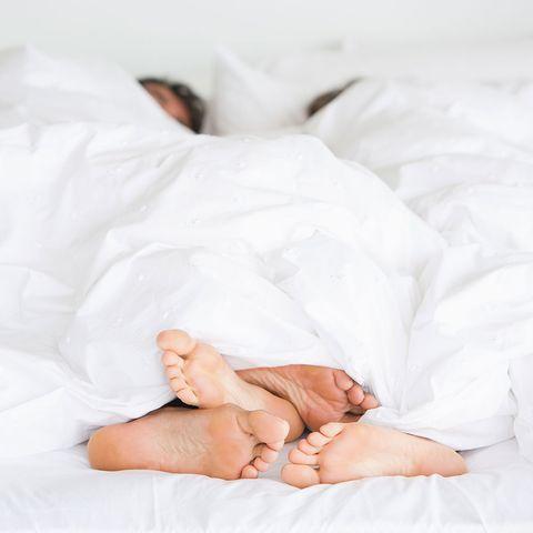 Comfort, Skin, Barefoot, Linens, Toe, Foot, Bedding, Bed sheet, Blanket, Baby,