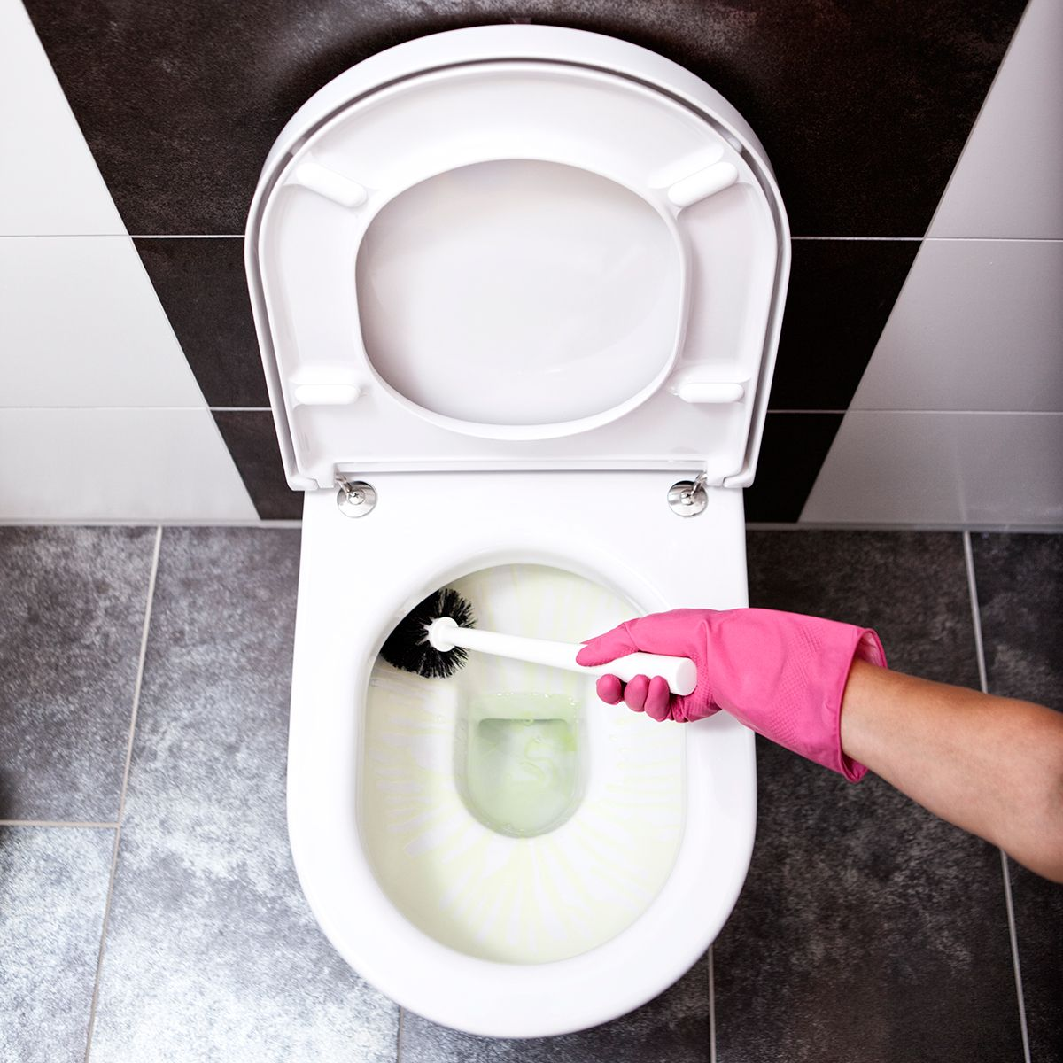 the easiest way to clean the toilet