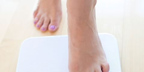 Toe, Skin, Scale, Barefoot, Pink, Nail, Foot, Circle, Measuring instrument, Ankle,