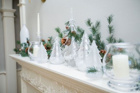 image - How To Decorate The Mantelpiece For Christmas