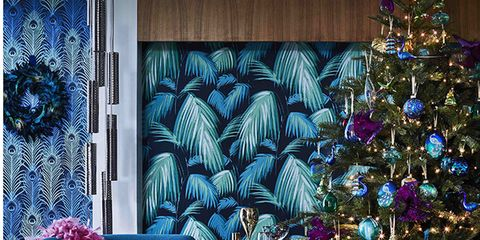 need inspiration on how to decorate your home this christmas here are 15 ways to add some excitement from metallic table displays tropical colours and