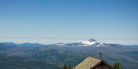 Mountainous landforms, Mountain range, Highland, Hill, Slope, House, Mountain, Hill station, Ridge, Roof,