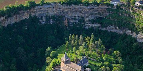 Vegetation, Landscape, Tree, House, Aerial photography, Bird's-eye view, Rural area, Roof, Hill station, Tourist attraction,