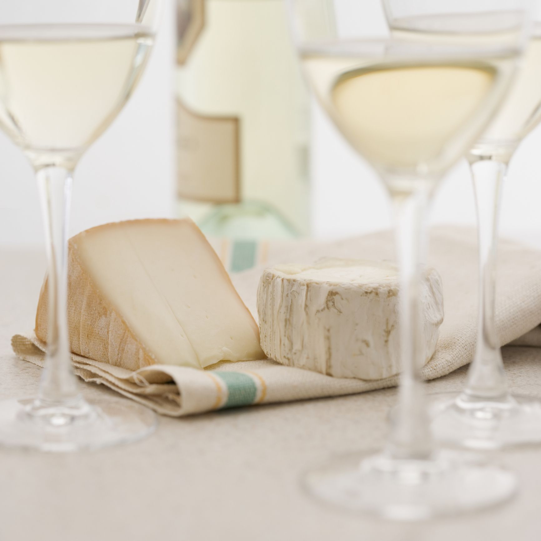 Why you should pair white wine with cheese instead of red
