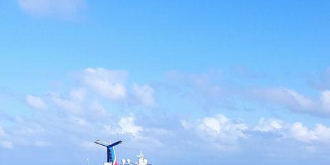 Body of water, Cruise ship, Watercraft, Passenger ship, Water, Boat, Waterway, Ocean, Horizon, Cruiseferry,