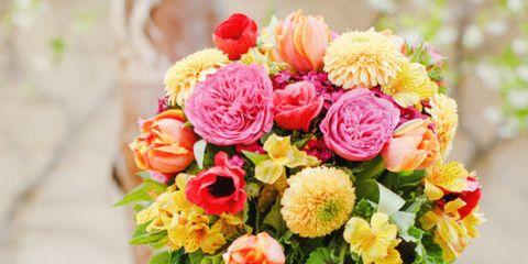 Petal, Bouquet, Yellow, Flower, Cut flowers, Floristry, Flowering plant, Flower Arranging, Artifact, Vase,