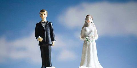 Wedding cake, Icing, Cake, Buttercream, Cake decorating, Wedding ceremony supply, Bride, Sugar cake, Marriage, White cake mix,