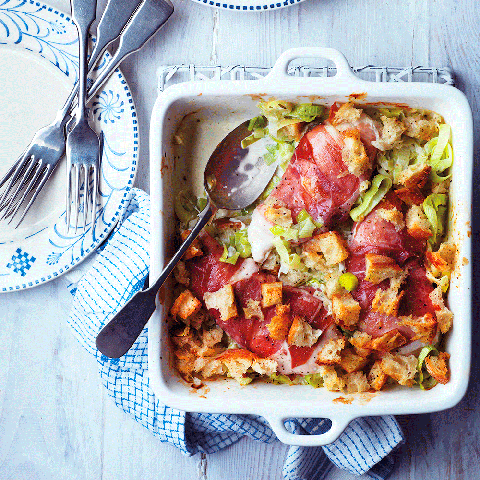 Chicken and cheesy leek bake