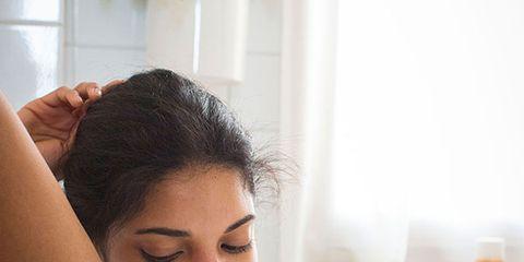 Finger, Hairstyle, Skin, Shoulder, Eyebrow, Hand, Joint, Elbow, Eyelash, Beauty,