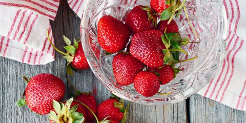 Strawberry, Strawberries, Food, Fruit, Berry, Natural foods, Plant, Superfood, Frutti di bosco, Produce,