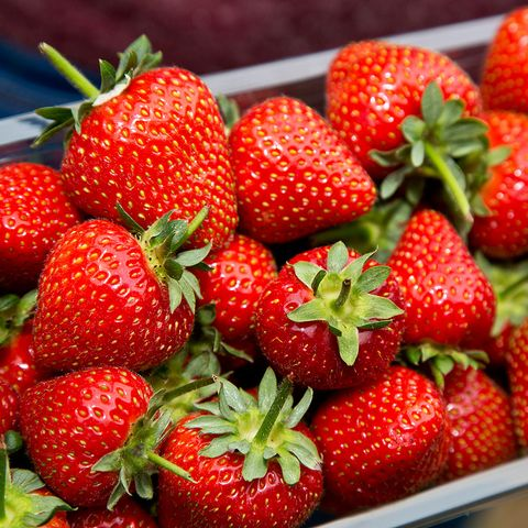 Natural foods, Strawberry, Strawberries, Fruit, Food, Frutti di bosco, Berry, Plant, Local food, Accessory fruit,