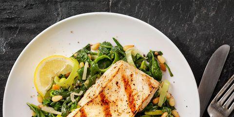 Food, Cuisine, Dishware, Ingredient, Tableware, Leaf vegetable, Produce, Dish, Breakfast, Cutlery,