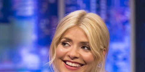 Hair, Television presenter, Blond, Newsreader, Smile, Electric blue, Newscaster,