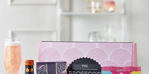 Product, Hamper, Basket, Food, Bottle, Drink, Liqueur, Present, Champagne, Label,