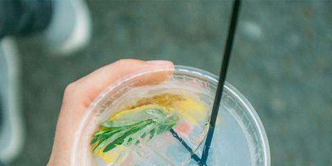Hand, Drink, Drinking straw, Lemonade,