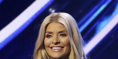 Hair, Music artist, Hairstyle, Blond, Television presenter, Performance, Singer, Long hair, Event, Electric blue,